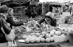 March provencal - OM-2N 50mm - Kentmer 400 (fabamars13) Tags: street bw photography aixenprovence provence melon rue march fraises photoderue