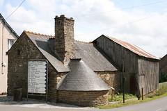Plouguenast (Bretagne, Côtes d'Armor, France) (bobroy20) Tags: france village bretagne maison tourisme côtesdarmor bâtisse plouguenast