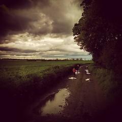 Doom Sky #skyporn #Lincolnshire #burtonuponstather #Flixborough... (nathanrobinson2) Tags: family exploring lincolnshire adventure explore gloom rainclouds skyporn flixborough burtonuponstather uploaded:by=flickstagram instagram:photo=982064548202938467184137303