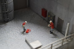 Feuerlscherkampf (vipes15) Tags: macro fun alt hamburg zug mini neu aktion miniaturwunderland winzig blickwinkel besonders blickpunkt