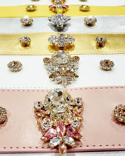 Cinture gioiello Younique #cinture #colors #allcoulors #bijoux #Jewels #swarovsky #like4like #instadaily #dress #event #madeinitaly #handmade #collane #bracciali #spille #orecchini #earrings #swarovsky #pelle #accessorimoda #unici #leather #pelle