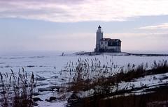 Marken vuurtoren, winter 1996 (wally nelemans) Tags: winter lighthouse holland 1996 nederland thenetherlands vuurtoren marken ijsselmeer ijsschotsen