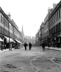 Reform Street (Dundee City Archives) Tags: old dundee photos 1920s 1923 wooden paving blocks setts reformstreet workmen road works townhouse
