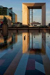 La Grande Arche. La Dfense, Paris (jjcordier) Tags: architecture reflet immeuble dfense bassin quartier grandearche puteaux affaires