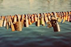 Candados en el puente. (Caro Galicia..) Tags: life bridge macro puente photography human padlock candados