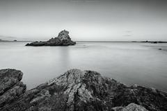 Travesa (sergio estevez) Tags: naturaleza byn luz marina landscape atardecer mar playa paisaje cielo calma rocas algeciras granangular largaexposicin estrechodegibraltar getares tokina1116mmf28 sergioestevez