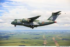 KC-390, a nova aeronave de transporte da Força Aérea Brasileira (Força Aérea Brasileira - Página Oficial) Tags: sãopaulo eletricidade transporte embraer voando plantação lavoura cargueiro altatensão aeronave gaviãopeixoto emvoo brazilianairforce tremdepouso aviaçãodetransporte kc390 aeronavemilitar