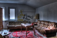Franzi le boss des beaufs (urban requiem) Tags: old urban abandoned germany lost deutschland hotel decay couch salon overlook exploration derelict allemagne hdr verlassen canap urbex htel abandonn 600d hoteloverlook