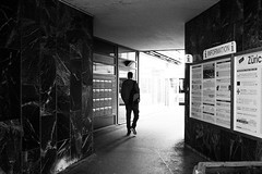 Zric (gato-gato-gato) Tags: street leica bw white black classic film blanco monochrome analog 35mm person schweiz switzerland flickr noir suisse strasse zurich negro streetphotography pedestrian rangefinder human streetphoto manual monochrom zrich svizzera weiss zuerich blanc m6 manualfocus analogphotography schwarz ch wetzlar onthestreets passant mensch sviss leicam6 zwitserland isvire zurigo filmphotography streetphotographer homedeveloped fussgnger manualmode zueri strase filmisnotdead streetpic messsucher manuellerfokus gatogatogato fusgnger leicasummiluxm35mmf14 gatogatogatoch wwwgatogatogatoch streettogs believeinfilm tobiasgaulkech