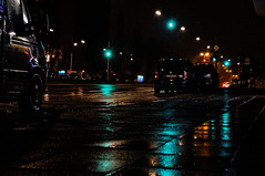 ([gegendasgrau]) Tags: street city urban cold green cars wet rain night dark lights trafficlight rainyday darkness nightshot nacht deep atmosphere streetlife vehicles nightlight nightlife autos grn kalt dortmund regen wetter tristesse lichter dunkelheit ambiance nass brgersteig fahrzeuge nachtleben 2016 gehweg ampeln kfz melancholie strase atmo