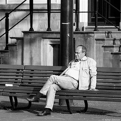 Sitting on a bench (Akbar Simonse) Tags: street people bw man holland blancoynegro netherlands monochrome bench square sitting zwartwit candid nederland streetphotography bank denhaag bn haag thehague straat vierkant lahaye sgravenhage agga straatfotografie img1445 akbarsimonse