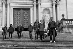 Bajar es mas facil (Ral Grijalbo) Tags: bw catedral down girona straits escaleras gerona grijalbo