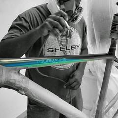 Ein neues Konstructive Bike-Modell mit individueller Lackierung steht kurz vor der Vollendung. Das TOURMALINE! Wir lackieren Bikes und realisieren Deine Wünsche als Rennrad Cross-Bike oder Mountain Bike. Weniger Masse - Mehr Freude! Our new Konstructive B