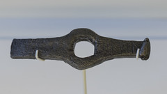 Roman inscribed iron hammerhead from Bar Hill (diffendale) Tags: roma hammer museum century work army scotland ancient iron museu display roman unitedkingdom fort antique glasgow military exhibit muse romano latin museo latina graffito artifact archaeological fortress utensil antico romain tool caledonia engraved inscription centurion britannia socket hammerhead rmisch antonine ferro mze centuria archeologico iscrizione centurio auxiliary esercito castra  auxilia hunterianmuseum  140sce   2ndcce thehunterian 160sce  170sce 150sce aebutius pleiades:findspot=89110 2ndhalfofthe2ndcce 3rdquarterofthe2ndcce
