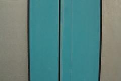 wenn es nicht das Blau wre, wer knnte die Lcke in der Welt schlieen (raumoberbayern) Tags: blue abstract munich mnchen schaufenster minimal shopwindow blau robbbilder urbanfragments