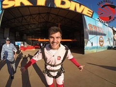 G0019620 (So Paulo Paraquedismo) Tags: skydive tandem freefall voo paraquedas quedalivre adrenalina saltar paraquedismo emocao saltoduplo saopauloparaquedismo
