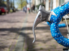 A polka dot by itself is really just a dot with no one to polka with (Peter Jaspers) Tags: street elephant broken bike bicycle dof bokeh streetphotography olympus panasonic brake handlebar polkadot omd gouda 2016 giroditalia racingbike em10 20mm17 grandepartenza 100bicyclesgroup frompeterj