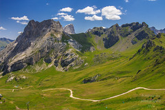 Dolomiten_Italien (b.stanni) Tags: italien light sky italy mountains green landscape licht outdoor hiking himmel berge mount alpen landschaft wandern idylle dolomiten flickraward