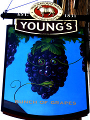 Bunch of Grapes (Draopsnai) Tags: borough southwark pubsign stthomasstreet bunchofgrapes youngsbrewery