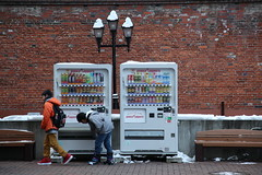 Kids and vending machine (Wondergraphy) Tags: street travel winter japan kids canon eos sapporo asia hokkaido factory outdoor streetphotography full frame     vending  malaysiaphotographer wonderfulphotography 5dmarkii cklim wondergraphy httpwwwwondergraphycom