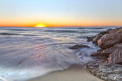 amanecer en  playa del Prat (Tombobadil) Tags: longexposure naturaleza nature sunrise canon eos playa amanecer 5d sunsetsunrise mkiii elprat