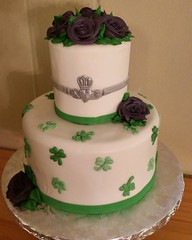 A sweet little cake for a St Paddys wedding #irishwedding #irishweddingcake #stpatricksday #hippiechickbakery