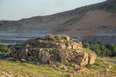 Tumulus  double couronne (Dlirante bestiole [la posie des goupils]) Tags: tomb archeology saudiarabia cairn bronzeage tumulus arabie frenchteam kharj