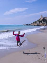 Maria (Alex Lopez Photos) Tags: beach kids happy joy playa nios supertramp tamarit shareyourhappiness