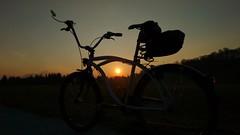 Hofer late night shopping (twinni) Tags: sunset bike beachcruiser mw1504 18032016