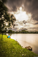 Faceless wonderers. (J. D. Escobar) Tags: lake brasil blurry long exposure saopaulo cloudy traces ibirapuera