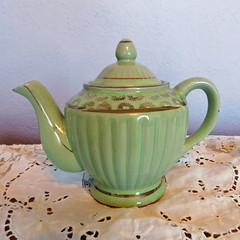 Vintage Valiant Brand Green Tea Pot with Hand-Painted Gold Gilt Highlights (karalennox) Tags: green vintage ceramic japanese 1930s handpainted teapot valiant etsy madeinjapan mij goldgilt celadongreen