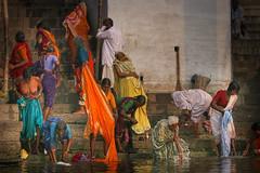 Inde du nord: les ghats  Bnares. (claude gourlay) Tags: india asia varanasi asie inde ghats bnares claudegourlay