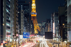 Giant ([~Bryan~]) Tags: road city tower japan night giant tokyo traffic tokyotower metropolis urbanlandscape traffictrails lightstream
