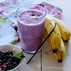 Blueberry and Banana Smoothie (Sue_Todd) Tags: pink roses food white blanco fruits rose yellow branco fruit jaune recipe gold golden spring colours purple may rosa fruta amarillo amarelo blueberry gelb giallo drinks vanilla months recipes frukt yellows smoothie geel wit frutta bianco blanc gul pinks hvid rosy roze bananna foodphotography weis hvit vit foodpresentation roosa frugt pinkki yellowy vanillapod biay pembe keltainen rowy zolty valkoinen foodstyling vanillaextract vanillapods valkea vaaleanpunainen rozig foodrecipes breakfastsmoothie suetodd suetoddphotography englishcountrycooking blueberryandbananasmoothie