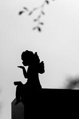 angel blowing kisses (Strandgutsuche) Tags: friedhof statue angel kiss hamburg engel ohlsdorf kuss