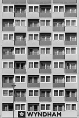 wyndham cologne (bilderkombinat berlin) Tags: windows bw signs vertical facade germany europa pattern cologne nrw boxes hotels lettering wyndham fassaden citysights 2016