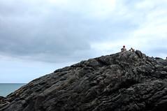 No topo (renanluna) Tags: sea sky mountain praia beach water colors gua riodejaneiro cores mar fuji br rj cu fujifilm 55 montanha trindade x100 021 renanluna fujifilmfinepixx100