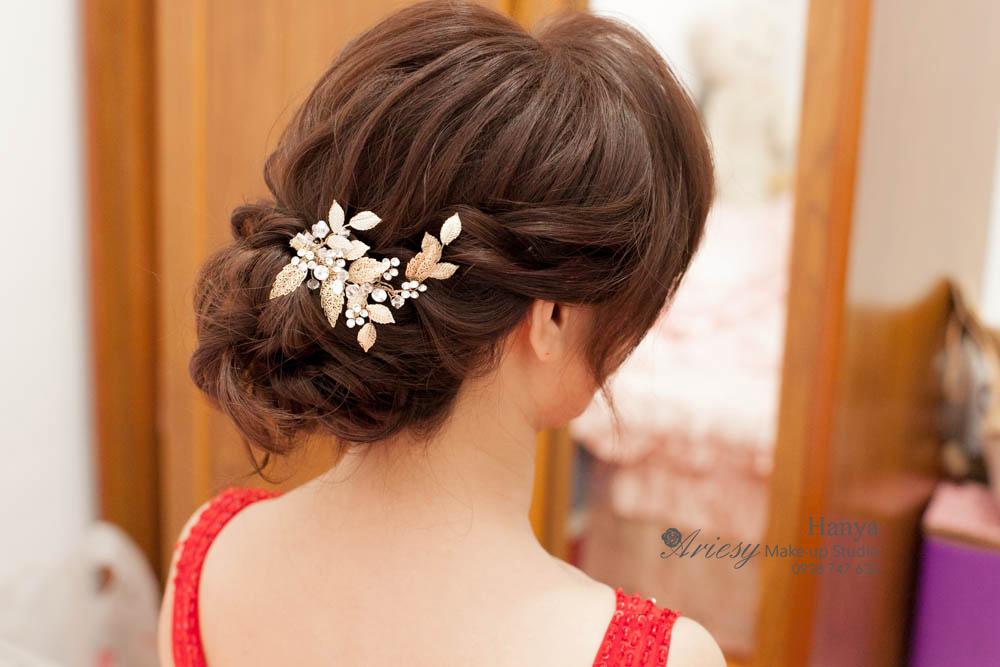 愛瑞思造型團隊,台北新秘推薦,新娘秘書Hanya,台北花卉村,鮮花造型,蓬鬆編髮,自然清透妝感,新娘造型,結婚髮型