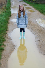 Puddle reflection (Snoop Baggie Bag) Tags: reflection wellies newyearsday 2016 bedfontlakes muddypuddles éowyn