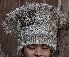 Guizhou, Datang village : Short Skirt Miao #31 (foto_morgana) Tags: china asia traditional jewellery guizhou ethnic hmong ethnicity traditionalculture headgear minorities juwelen joaillerie etnia traditionnel qiandongnan leishan traditioneel ethnie miaopeople minderheden travelexperience shortskirtmiao etniciteit joyria