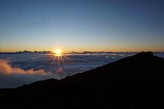 Sunrise - Piton des neiges (3070m) (Max^M) Tags: cloud mountains reunion montagne sunrise soleil wolke pic berge piton nuage sonnenaufgang wandern randonne sommet gipfel