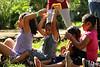(María F. Romero) Tags: naturaleza playing verde green nature wet grass kids fun 50mm bokeh niños pasto jugar niñas sponge diversión jugando mojado canont5 50mm18stm