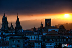 Tejados de Santiago. Santiago de Compostela. (Miguel Angel SGR) Tags: travel santiago light sunset sky espaa sun color colour tourism luz sol colors skyline landscape atardecer licht soleil spain nikon corua colorful europa europe cityscape tour village cathedral horizon towers catedral himmel paisaje tourist roofs cathdrale galicia tournament ciel cielo lumiere santiagodecompostela trips paysage crpuscule landschaft turismo sonne espagne ocaso touring ville horizont tejados horizonte espagna torres colorido toits dcher a d3000 nikond3000 miguelangelsgr miguelonphotography