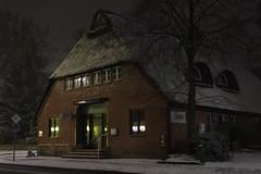 Reetdachhaus im Schnee (Zatu97) Tags: schnee winter hamburg winterwetter reetdachhaus januar2016 reetdachhausimschneehamburgosdorf osdorfereisdiele