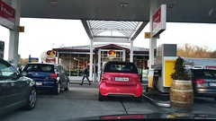 Service Station on A3 (Enzo Hayashi) Tags: smart vw tdi shell autobahn gasstation