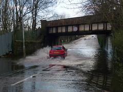 King St Bridge is Flooded Again (6) (dddoc1965) Tags: park street bridge cars water scotland king flooded splashing ferguslie dddoc davidcameronpaisleyphotographer