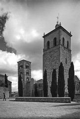 Iglesia de Sta. Maria la Mayor siglos XIII a XVI, Trujillo (fcuencadiaz) Tags: arquitectura analogica trujillo extremadura byw ilfordpanfplus templosiglesias