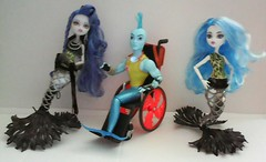 Fishy Monsters (Just a Nobody) Tags: sea monster high doll ray blu goddess mermaid clone reef creatures fashiondoll mattel scarrier