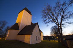 Husby rlinghundra Church Mrsta Sweden (Stefan Sjogren) Tags: light moon church stone wall night yard twilight shine cross flood sweden stockholm christian lutheran runar municipality sigtuna mrsta husby rlinghundra