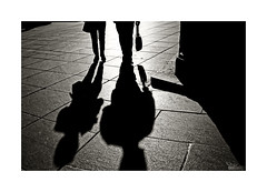 Shadow play [Explore] (ngel mateo) Tags: street blackandwhite espaa blancoynegro backlight contraluz walking calle andaluca spain steps pedestrian sombra spot explore andalusia crdoba shady pasos paseando paraje peatn ngelmartnmateo ngelmateo